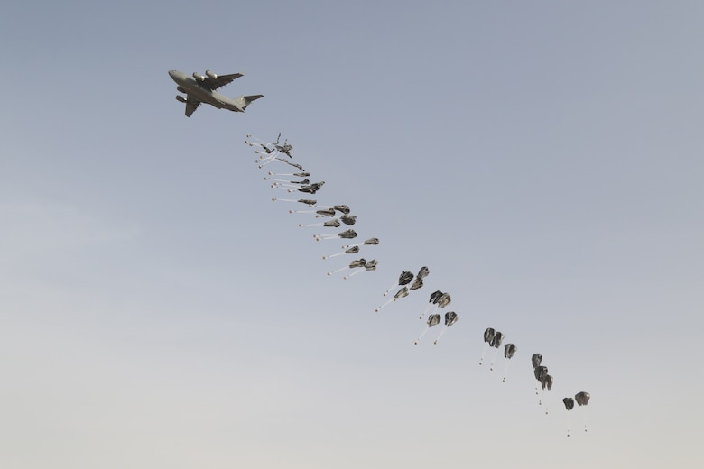 Qatar, U.S. militaries work together to strengthen Qatar C-17 air drop capabilities