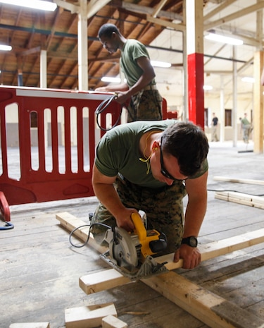 U.S. Marine Sgt. Charles R. Ross, squad leader with Headquarters and Service Company, 6th Engineer Support Battalion, 4th Marine Logistics Group, cuts a wooden plank with a circular saw at a construction site during exercise Red Dagger at Fort Indiantown Gap, Pa., May 23, 2018.