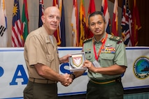 Malaysian Brig. Gen. Tengku Muhammad Fauzi Tengku Ibrahim, commander, 10th Brigade, gives a gift to U.S. Marine Corps Lt. Gen. David H. Berger, commander, U.S. Marine Corps Forces, Pacific, during the Pacific Amphibious Leaders Symposium (PALS) 2018 in Honolulu, Hawaii, May 24, 2018.