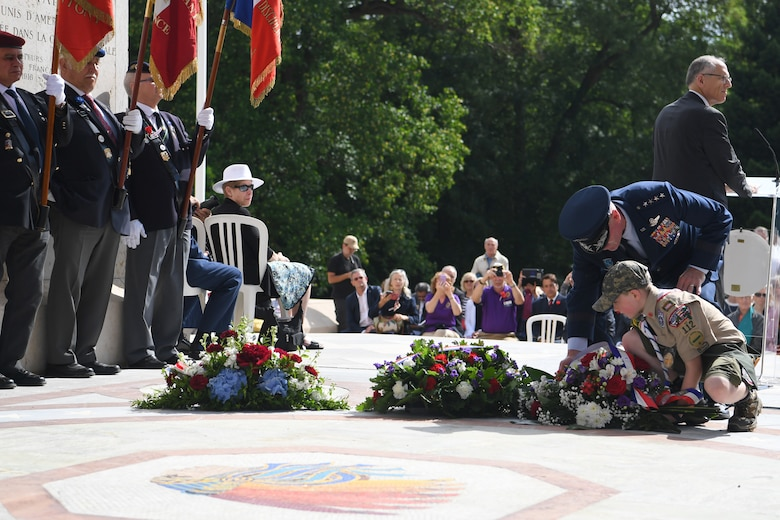 Gen Wolters and a local boy scout lay a memorial wreath at the Lafayette Escadrille Memorial