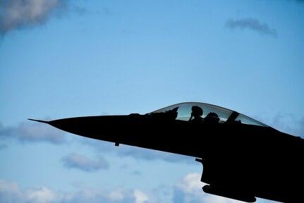 Reagan Strike Group, Japan Maritime Self-Defense Force Conduct Air Defense Training during Keen Sword