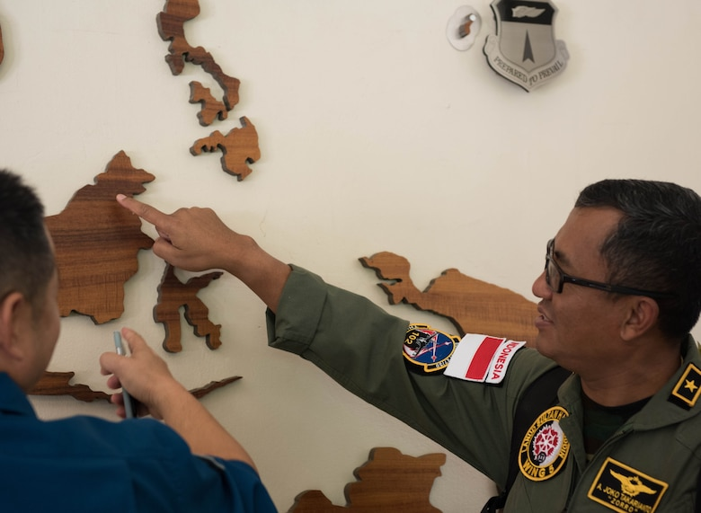 Indonesian air force Air First Marshal Alfonsius Takarianto points to his town on a giant map at Headquarters Pacific Air Forces (PACAF) after a briefing during a tour of Joint Base Pearl Harbor-Hickam, Hawaii, Oct. 23, 2018.