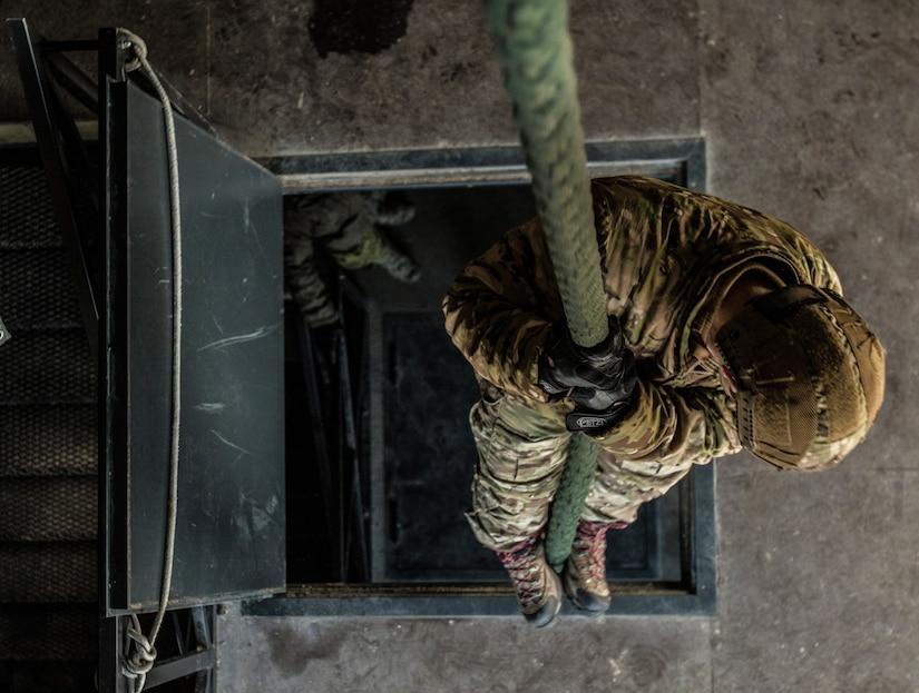 U.S. special operation forces operator fast ropes near Tallinn, Estonia, December 11, 2017 (U.S. Army/Matt Britton)
