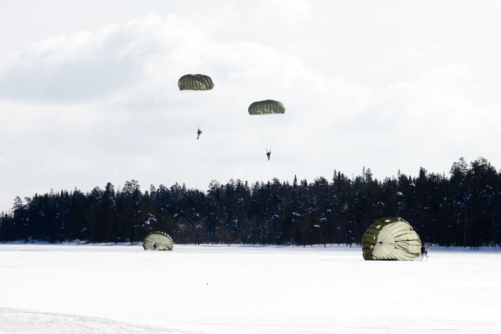 Soldiers jump with Finnish, Polish, and Estonian special operations forces from Lockheed C-130 Hercules during airborne operations over Rovaniemi, Finland, as part of Finnish-led Northern Griffin, March 14, 2018 (U.S. Army/Kent Redmond)