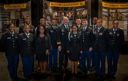 Senior leaders mentor future force