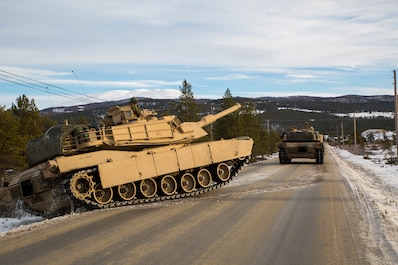 U.S. Marines with 2nd Tank Battalion, 2nd Marine Division, advance towards their eastern objective defended by opposing Spanish forces during Exercise Trident Juncture 18 near Folldal, Norway, Nov. 3, 2018.