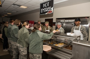 914th and 107th leadership serve Thanksgiving lunch