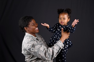 photo of Airman and her daughter