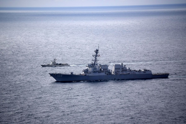 USS Wayne E. Meyer (DDG 108) and LM24 Cuenca, an Ecuadorian naval vessel, perform a passing exercise in the Pacific Ocean, Nov. 22, 2018.