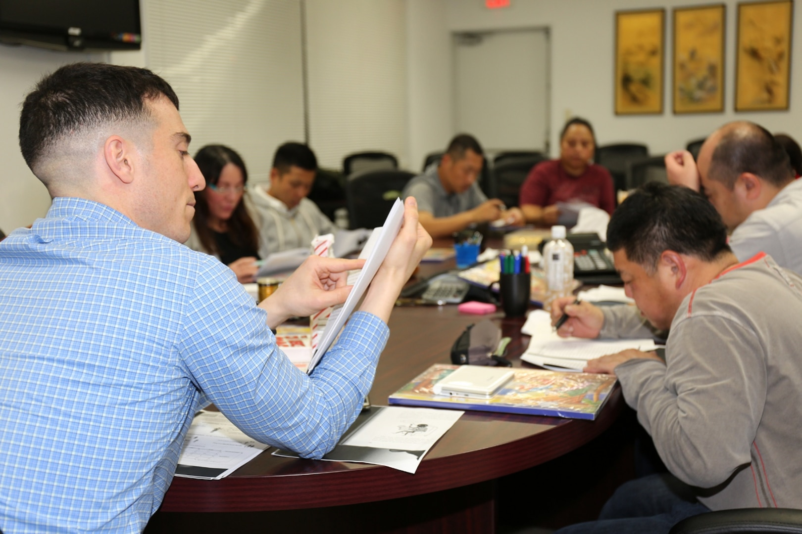 Soldier voluntarily teach English and learn Japanese: win-win opportunity