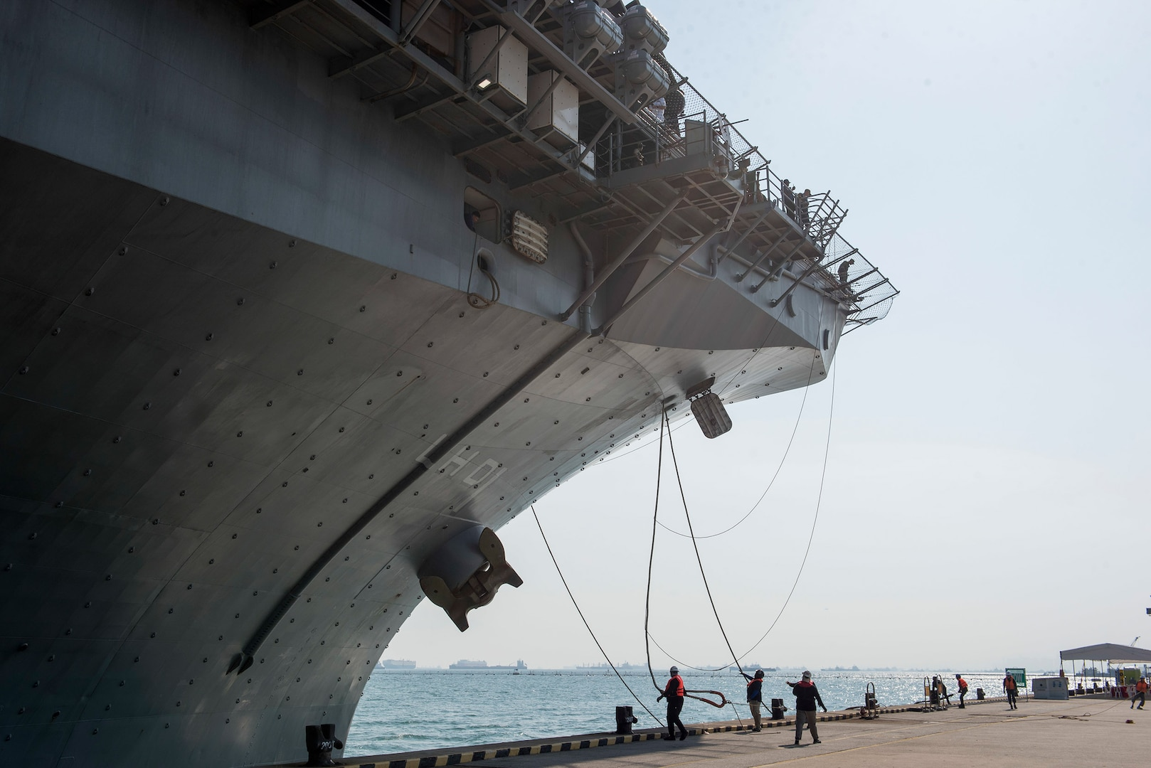 USS Wasp, 31st MEU arrive in Singapore following regional operations