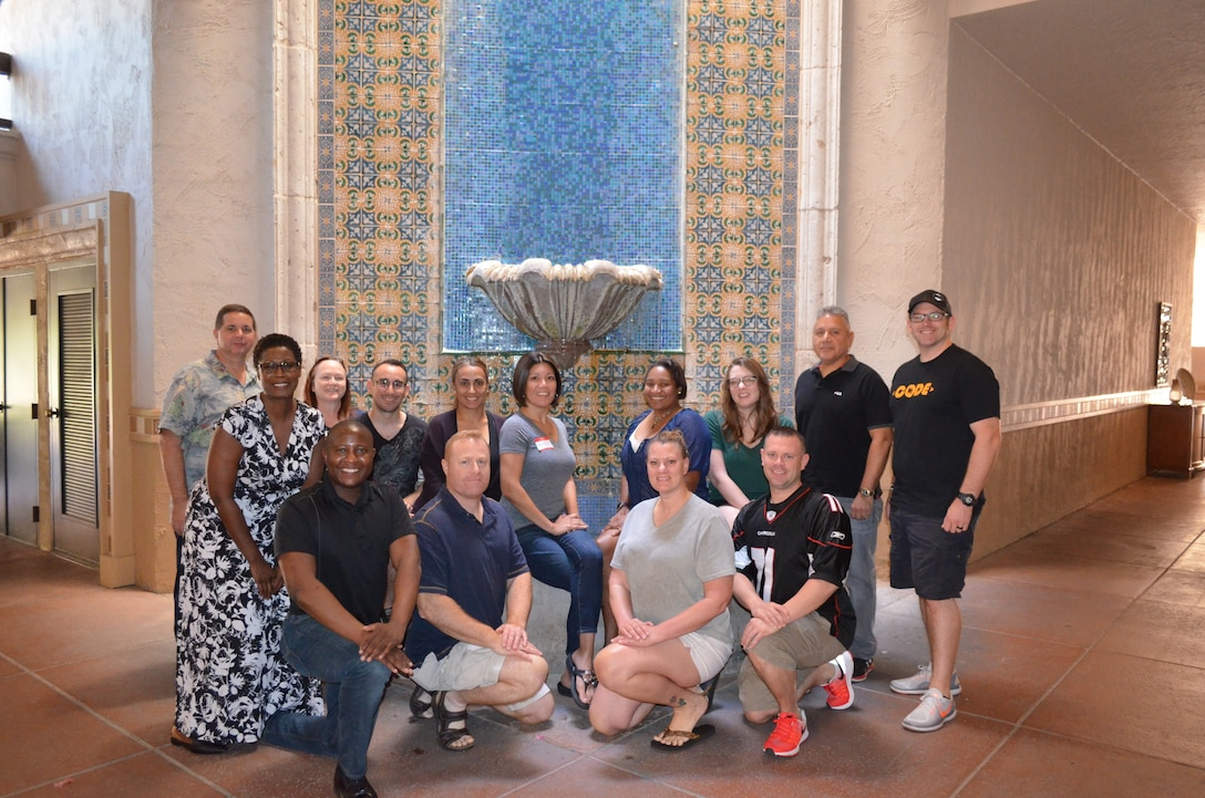 Singles Strong Bonds participants pose for a picture during the event, in Scottsdale, Ariz., 23 Sept., 2018. The event helped members sharpen their relationship and interpersonal skills. (Courtesy photo).