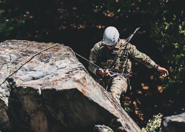 U.S. Army Special Forces soldiers with Operational Detachment Alpha conduct a mountainous-terrain medical evacuation exercise aboard Marine Corps Mountain Warfare Training Center, Bridgeport, Calif., July 24, 2018. Any special operations force element that comes to MCMWTC has the opportunity to do their list of schools; ranging from Assault Climber, Mountain Medicine, Mountain Sniper and others, or they can program their own training through use of an internal mountaineering subject matter expert. (U.S. Marine Corps photo by Lance Cpl. Rachel K. Young)