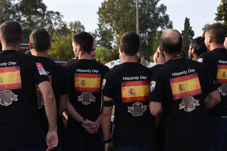 Members of the Spanish Army gather before the Hispanity Day 8K run at Incirlik Air Base, Turkey, Oct. 13, 2018.