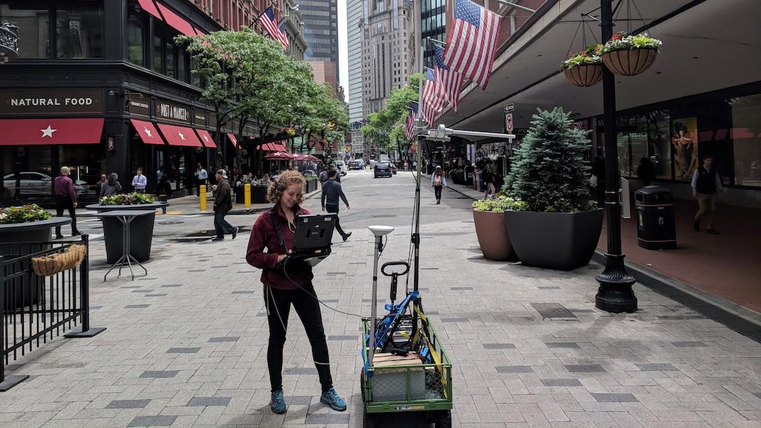 Wideband radiofrequency propagtion in urban terrain