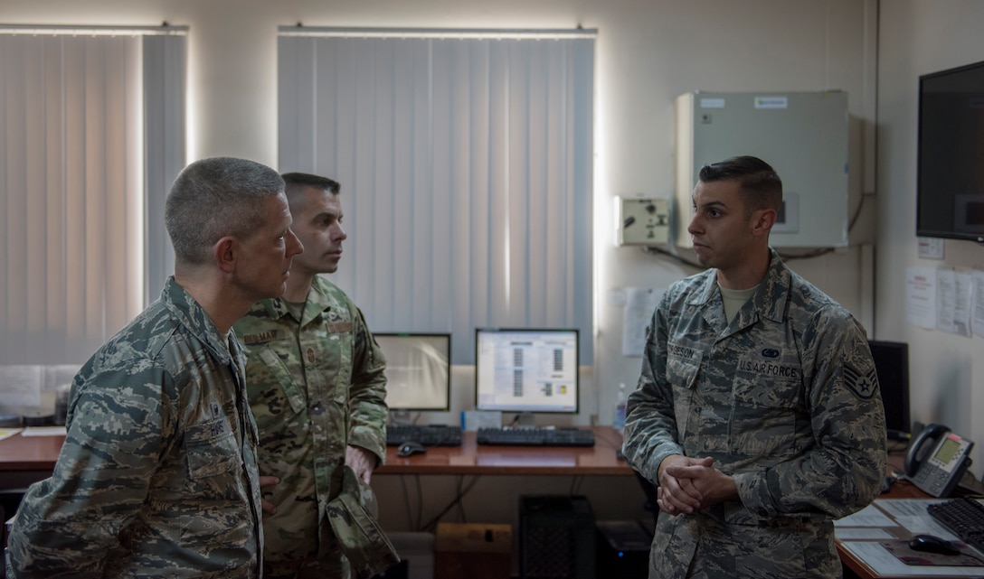 A 39th Logistics Readiness Squadron fuels service center controller briefs the 39th Air Base Wing commander and command chief