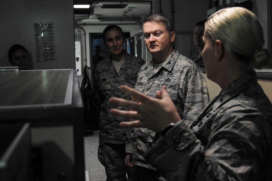 480th ISRW Commander visits the 548th ISRG.