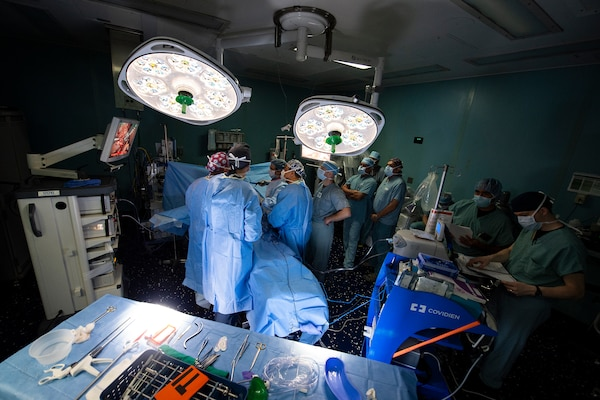 Members of surgical services aboard the hospital ship USNS Comfort (T-AH 20) perform a gallbladder surgery.