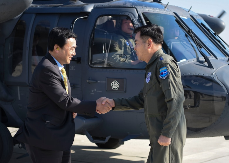 Republic of Korea Air Force Lt. Gen. Lee, Keon Wan, Air Force Operations Command commander, greets Ahn, Gyubaek, National Defense Committee chairman, at Osan Air Base, ROK, Oct. 25, 2018. The NDC conducted an ROK AFOC site inspection and observed flight line operations. (U.S. Air Force photo by Airman 1st Class Ilyana A. Escalona)