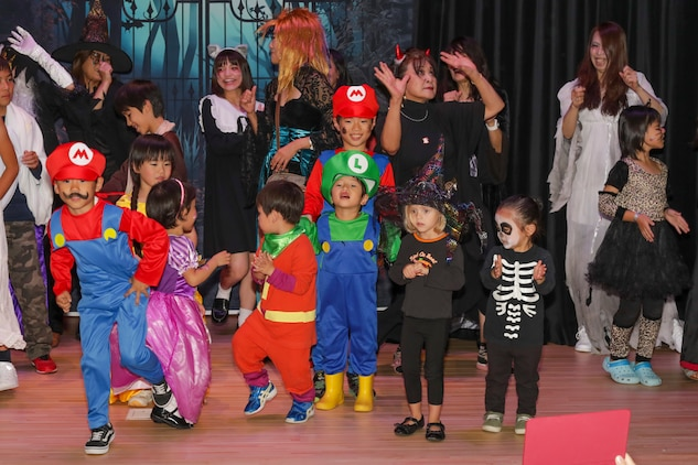Halloween Carnival in Iwakuni City creates opportunity to make friends