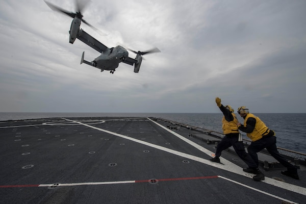 Sailors signal to MV-22 Osprey during flight quarters aboard USS Ashland, East China Sea, March 10, 2017 (U.S. Navy/Kaleb R. Staples)