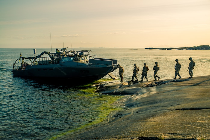 Swedish Marines and Marines with Marine Rotational Force-Europe board Swedish Combat Boat 90 during  amphibious assault rehearsal during Exercise Archipelago Endeavor in Korso, Sweden, Aug. 30, 2018. Archipelago Endeavor is a bilateral training exercise in Sweden to enhance interoperability and strengthen security in the Baltic Region. This is the first time U.S. and Swedish Marines have trained as an integrated unit on the CB-90s to perform a company-level amphibious assault on the outer Stockholm archipelago.