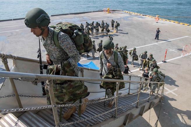 Colombian board USS Gunston Hall.