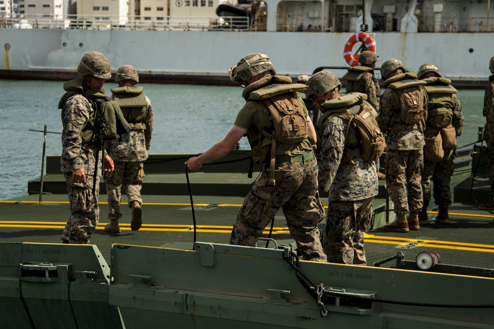Marine Logistics Group participates in Marine Expeditionary Force Command Post Exercise 18.1