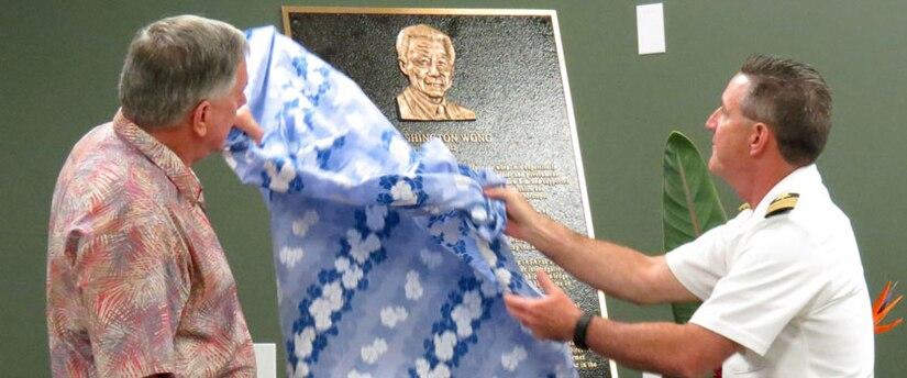 NSA Deputy Director, Mr. Richard Ledgett, and NSA-Hawaii Commander, CAPT Cliff Bean, unveil dedication plaque for Washington Wong