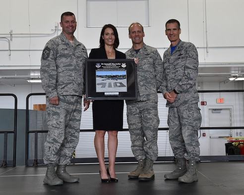910th Airlift Wing Command Chief Master Sgt. Robert Potts, Dr. Jannelle MacAulay, a leadership and performance consultant and retired U.S. Air Force Lt. Col., Col. Joseph D. Janik, the vice commander of the 910th AW, and Col. Dan Sarachene, commander of the 910th AW, pose for a photo during a commanders call in Hangar 295, Youngstown Air Reserve Station, September 8, 2018. MacAulay informed YARS's Reserve Citizen Airmen that to be at the pinnacle of performance, take a moment to slow down so you can speed up.
