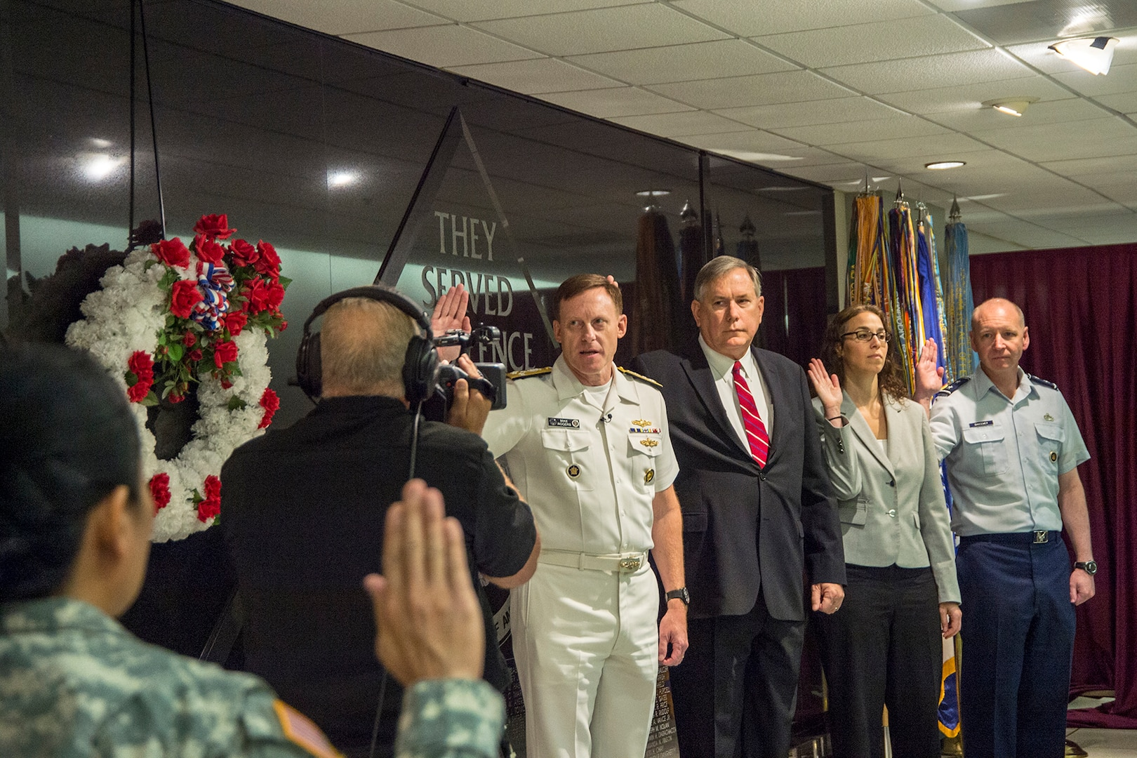 ADM Mike Rogers (l), Commander, U.S. Cyber Command/Director, National Security Agency/ Chief, Central Security Service (NSA/CSS), leads the NSA/CSS workforce in reciting the Oath of Office. He is accompanied by (l-r) NSA Deputy Director Rick Ledgett, NSA Executive Director Corin Stone, and CSS Deputy Chief Maj Gen John Bansemer.