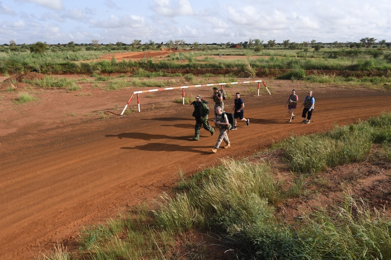 U.S. Air Force, Navy, and Army service members as well as Italian, French, German military members participated in a 9/11 Memorial 5K at Nigerien Air Base 101, Niamey, Niger, Sept. 11, 2018.