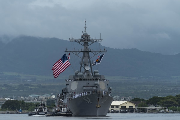 Hawaii bids aloha to USS O'Kane, USS Wayne E. Meyer