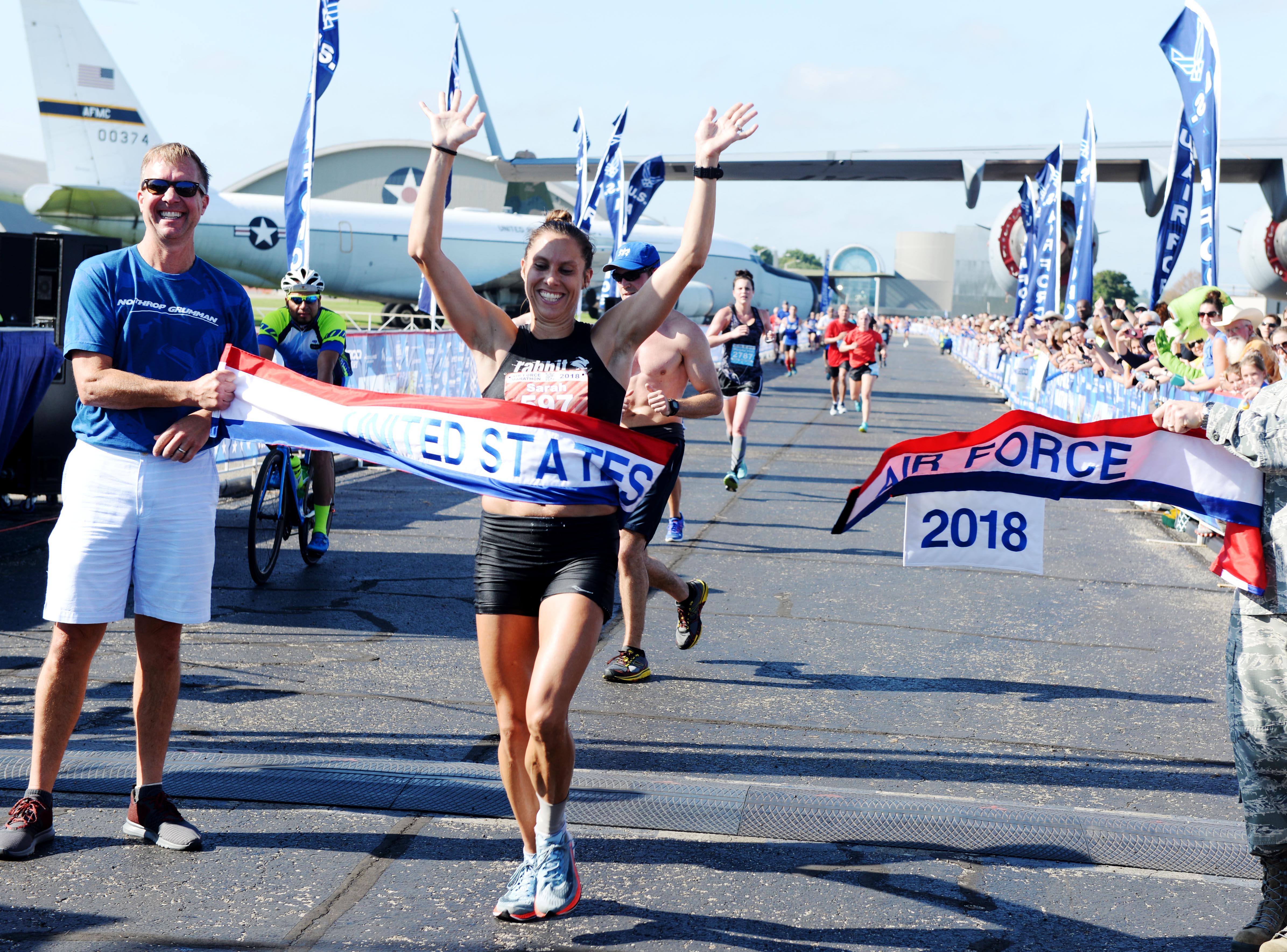 Running man cartoon background photos, 86230 background vectors.