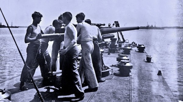 Sailors man the forward gun on USS Smith (DD-17), circa 1917. (Historical Navy photo)