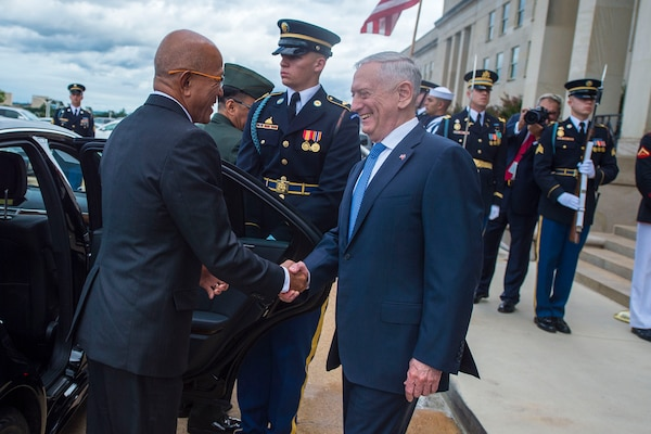 Defense Secretary James N. Mattis welcomes Philippine National Defense Secretary Delfin Lorenzana during an honor cordon at the Pentagon, Sept. 18, 2018. DoD photo by Air Force Master Sgt. Angelita M. Lawrence