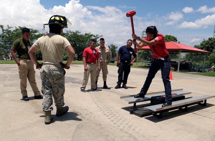 Capacitan a Bomberos Centroamericanos