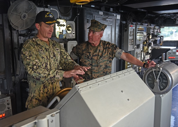 7th Fleet Leadership Welcomes Marine Forces Japan aboard USS Blue Ridge