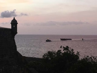 Donjon's barge arriving in San Juan