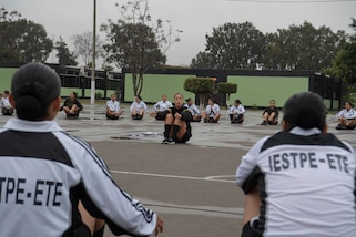 A U.S. Army Soldier conducts physical readiness training with female soldiers of the Peruvian Army Sept. 10, 2018, in Lima, Peru