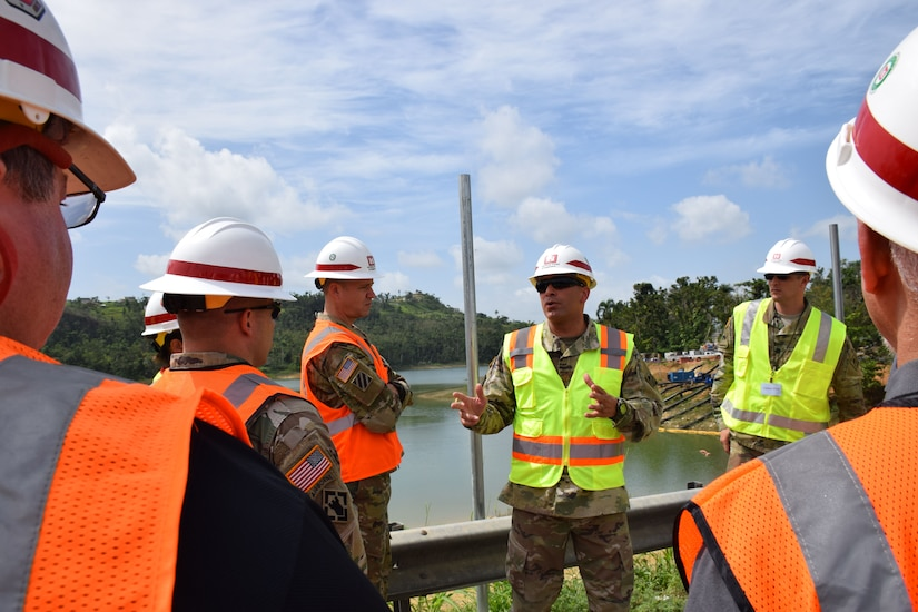 Soldier meet to discuss hurricane relief in Puerto Rico.