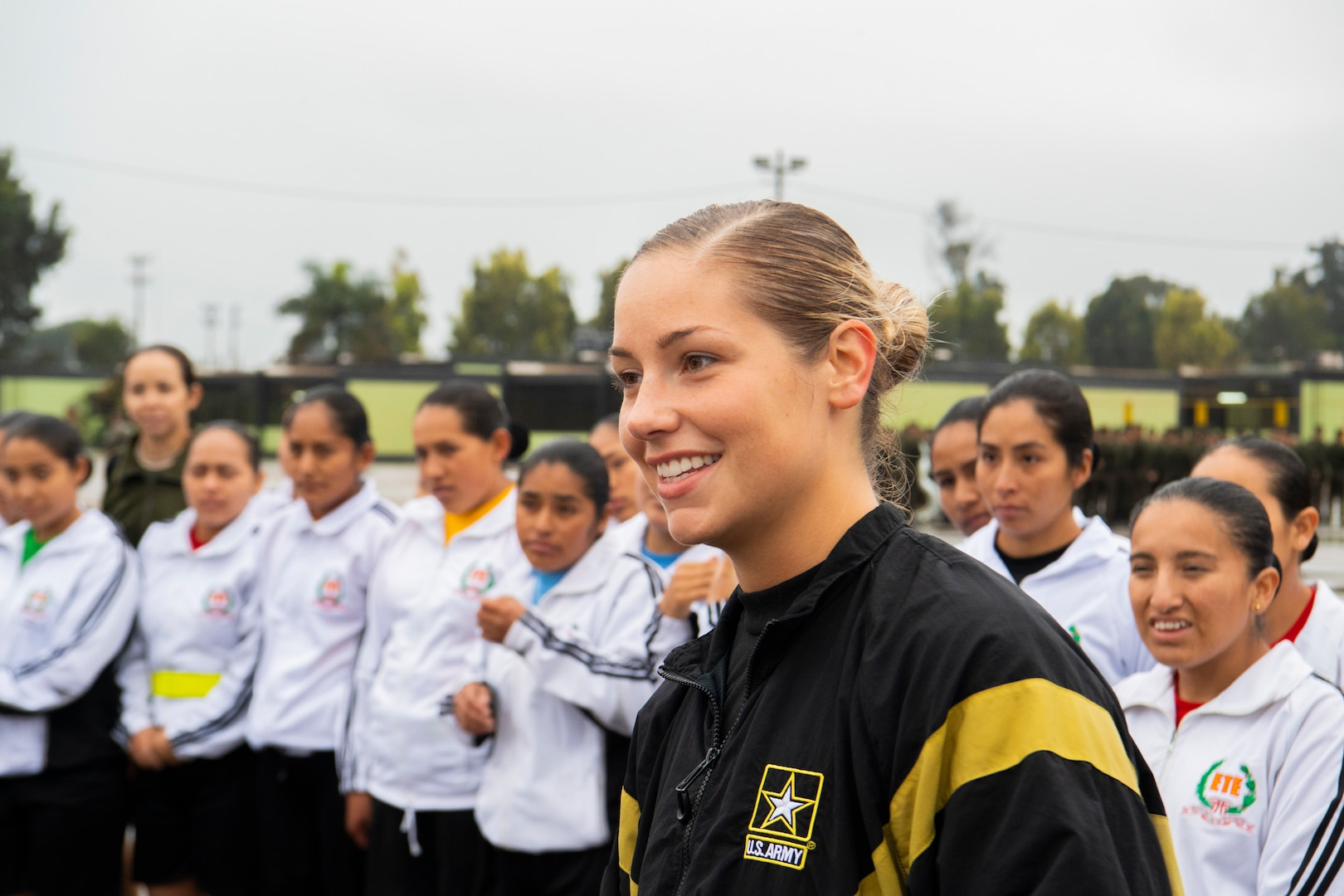Not in My Squad workshop facilitator and Brigade S-1 noncommissioned officer for National Ground Intelligence Center engages with female soldiers from Peruvian army during physical readiness training in Lima, Peru, September 10, 2018 (U.S. Air National Guard/Holli Nelson)