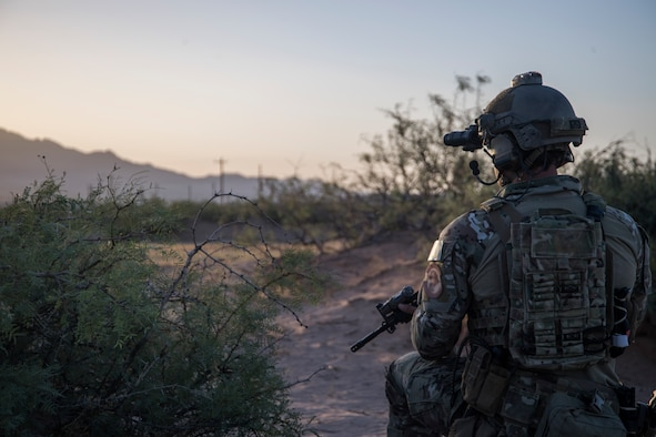 A Special Tactics Airman with the 21st Special Tactics Squadron prepares to infiltrate a compound at Fort Bliss, Texas, June 24, 2018.