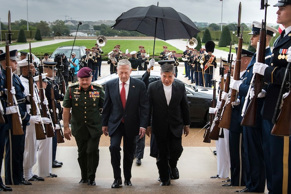 Defense Secretary James N. Mattis hosts Malaysian Defense Minister Mohamad Sabu at the Pentagon, Sept. 24, 2018. DoD photo by Air Force Tech. Sgt. Vernon Young Jr.