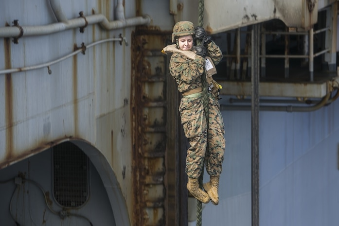 A Marine with the 31st Marine Expeditionary Unit fast ropes during training aboard the amphibious assault ship USS Wasp (LHD 1), underway in the Pacific Ocean, Sept. 19, 2018.