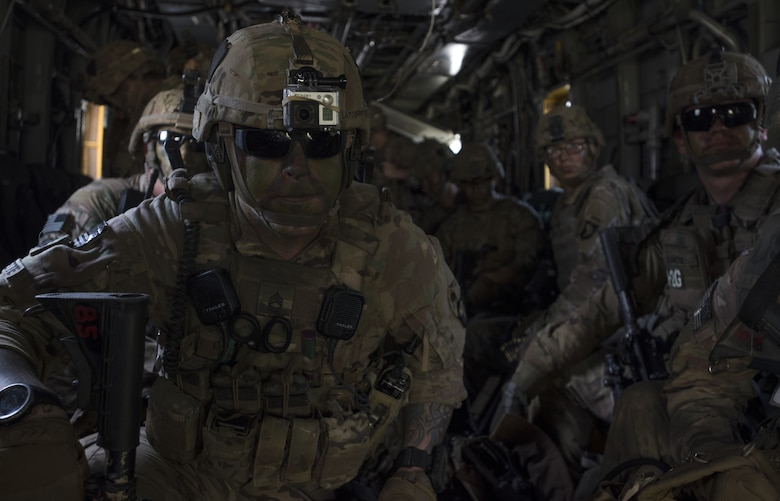 Soldiers with the 101st Airborne Division prepare to exit a Marine Heavy Helicopter Squadron 772 (HMH-772) CH-53E Super Stallion during a training exercise near Joint Base McGuire-Dix-Lakehurst, New Jersey, Sept. 6, 2018. The Soldiers were expected to exit as fast as possible in an organized fashion and clear for the CH-53E to take off immediately after. (U.S. Air Force photo by Airman Ariel Owings)