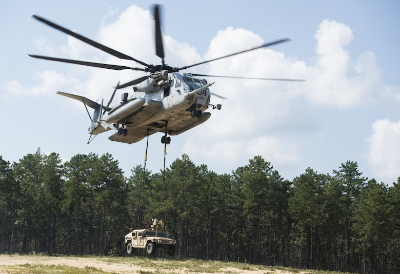 A U.S. Marine Corps CH-53E Super Stallion lifts a U.S. Army Humvee during a joint training exercise near Joint Base McGuire-Dix-Lakehurst, New Jersey, Sept. 6, 2018. The CH-53E lifted five different vehicles in place for 101st Airborne Division Soldiers and Marine Heavy Helicopter 772 Marines to practice how to safely and properly attach a vehicle and lift it off the ground. (U.S. Air Force photo by Airman Ariel Owings)