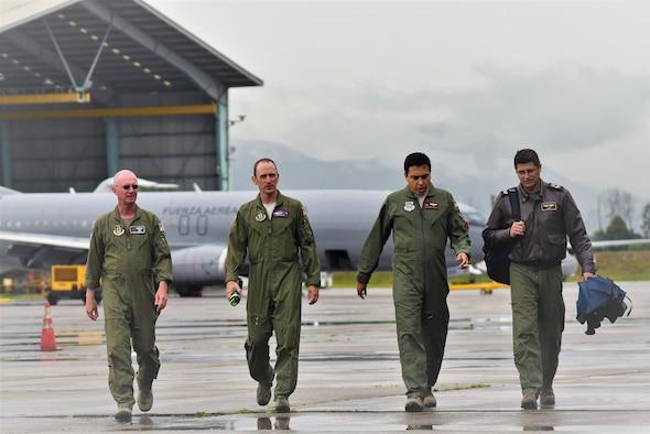 Air advisors teach Colombian air force to 'Help Itself'
