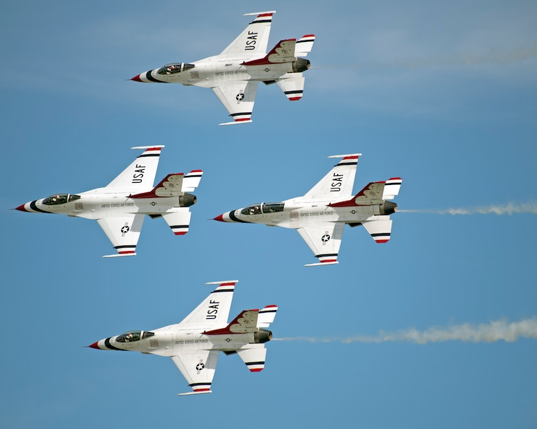 Thunder Over the Bay' entertains thousands > Travis Air
