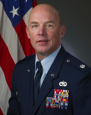 Lt. Col Nathan R. Hier, 660th AMXS commander